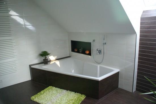 Badezimmer / Badezimmer unter dem Dach